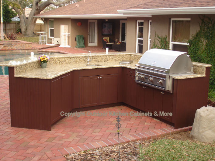 Beau Outdoor Kitchen Exposed To The Elements